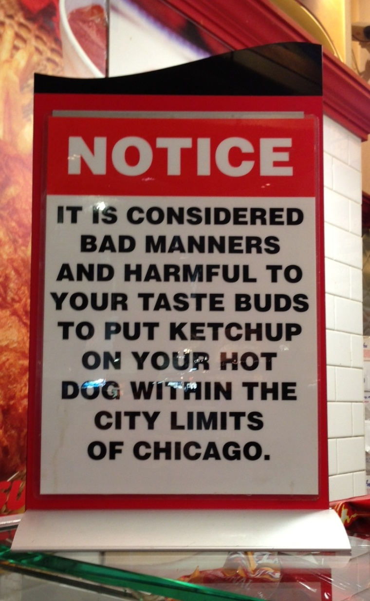 Chicago Hot Dog no ketchup sign